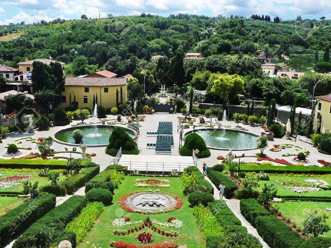 italian-garden-in-the-park-of-villa-garzoni-collodi-tuscany