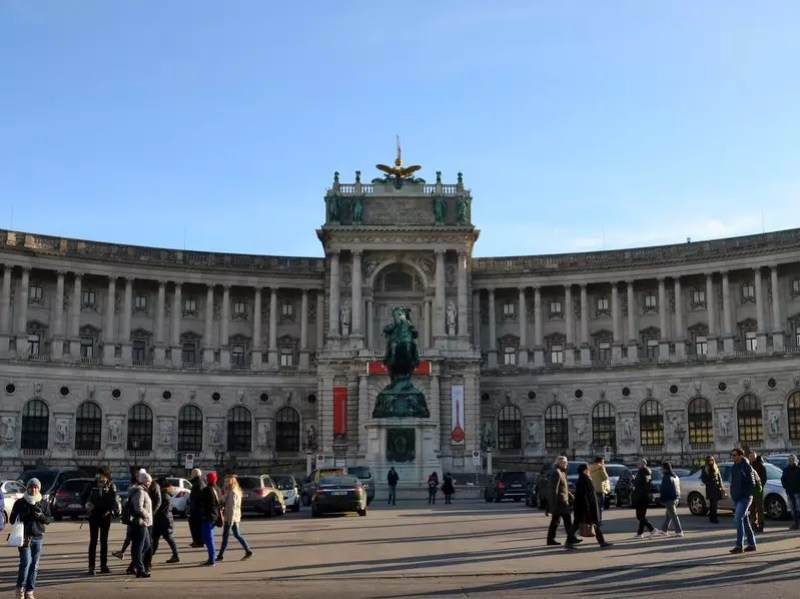Heldenplatz vor der Wiener Hofburg