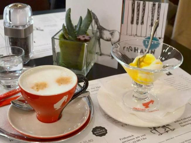 Ei im Glas; meine Salzburger Frühstückskaffeehäuser; Café Johann am Bahnhof