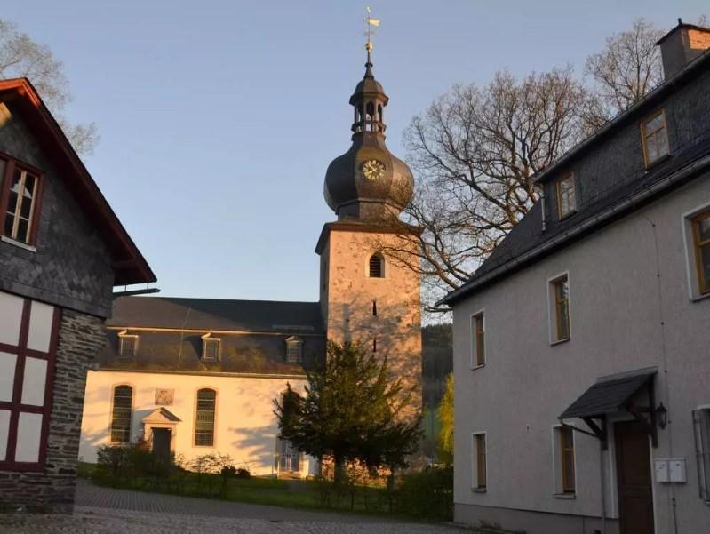 Probstzella Kirche im Abendlicht