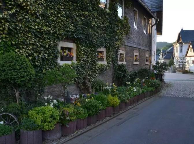 Hausfassade mit Blumenschmuck in Probstzella