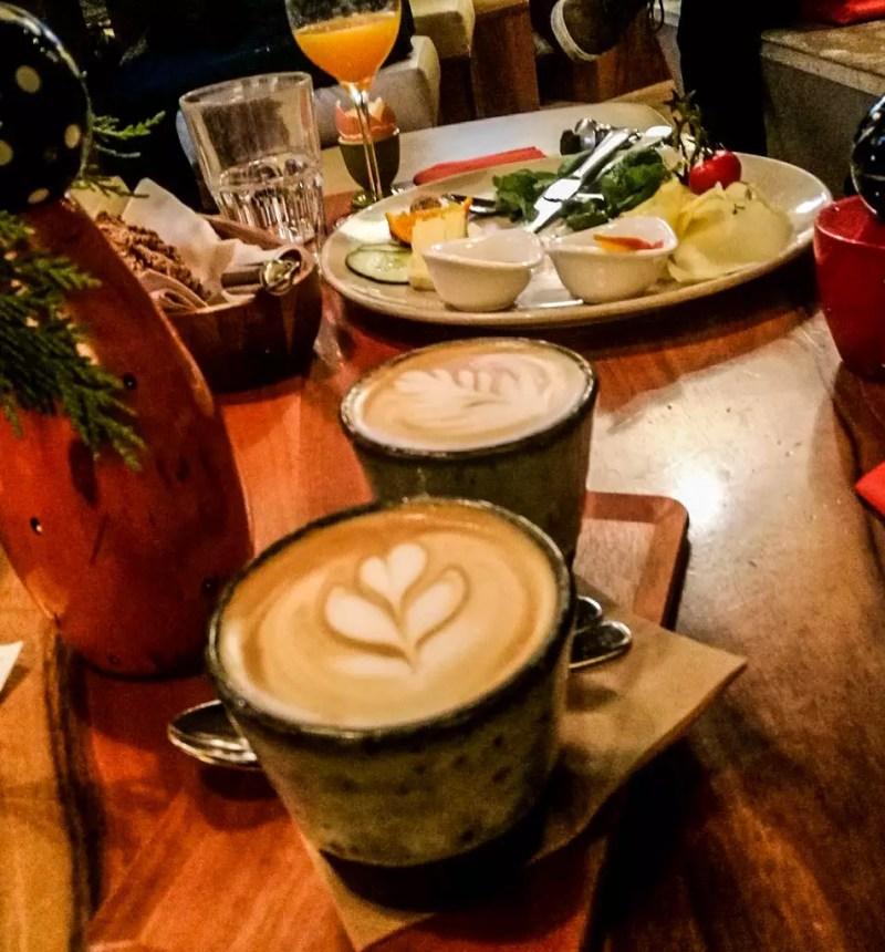 Frühstück im Café 220 Grad
