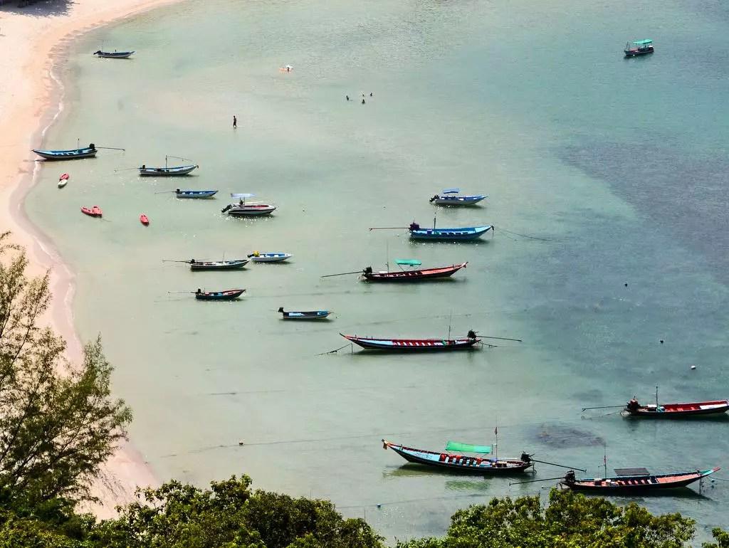 Bucht mit Booten in Koh Phangan