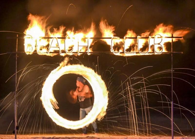 Feuer Show am Strand