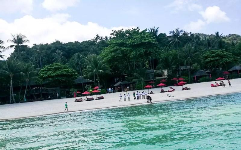 Ankunft am Strand von Buri Rasa