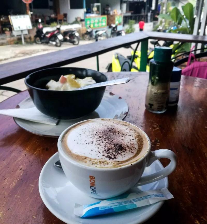 Kaffee und Joghurt auf Koh Tao