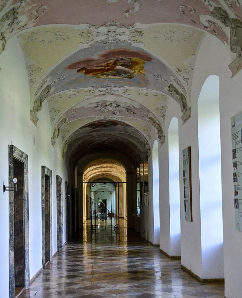 Gang im Kloster Ottobeuren