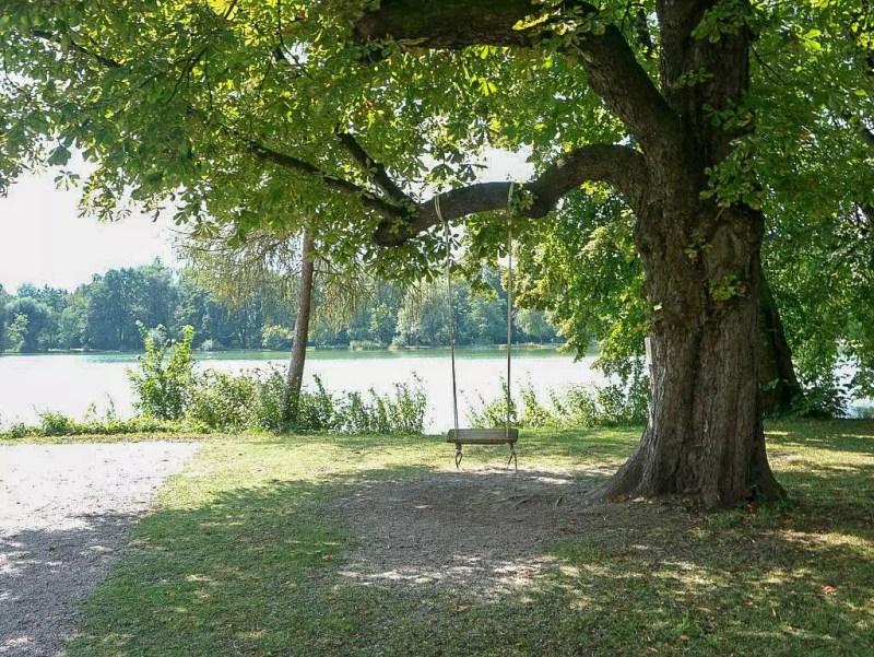Schaukel im Schlosspark in Leopoldskron