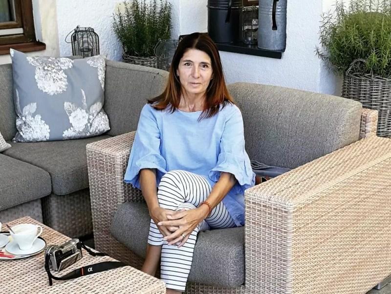 Claudia Braunstein auf der Terrasse im Sonnhof