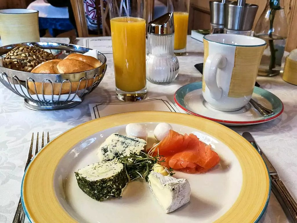 Frühstück vor den Toren von Salzburg, der Laschenskyhof in Viehausen
