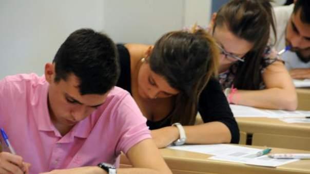 Alumnos examinándose de las pruebas de Selectividad