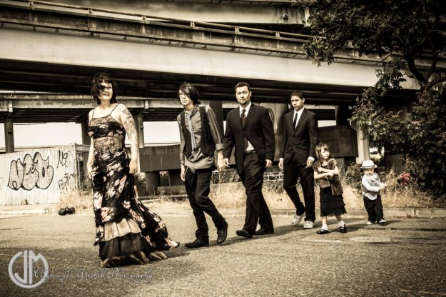 gritty urban retro chic family photography in Emeryville