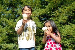 Two kids with ice cream cones