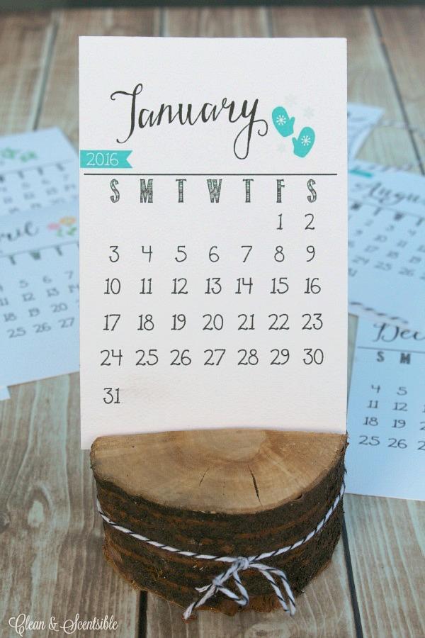 2016 FREE Printable Desk Calendar