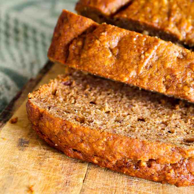 clean eating banana and date loaf