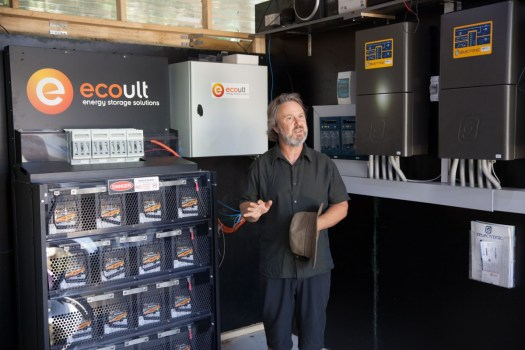 Glen Morris demonstrates the Ecoult UltraFlex and 3 phase SP Pro system