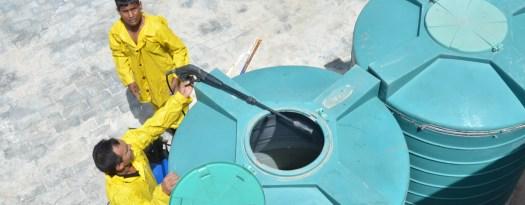 من خدماتنا عملية تنظيف الخزانات بمكة