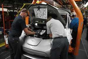 Nissan Begins U.S. Assembly of 2013 LEAF