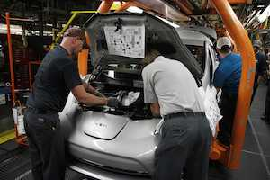 Nissan Begins U.S. Assembly of 2013 LEAF