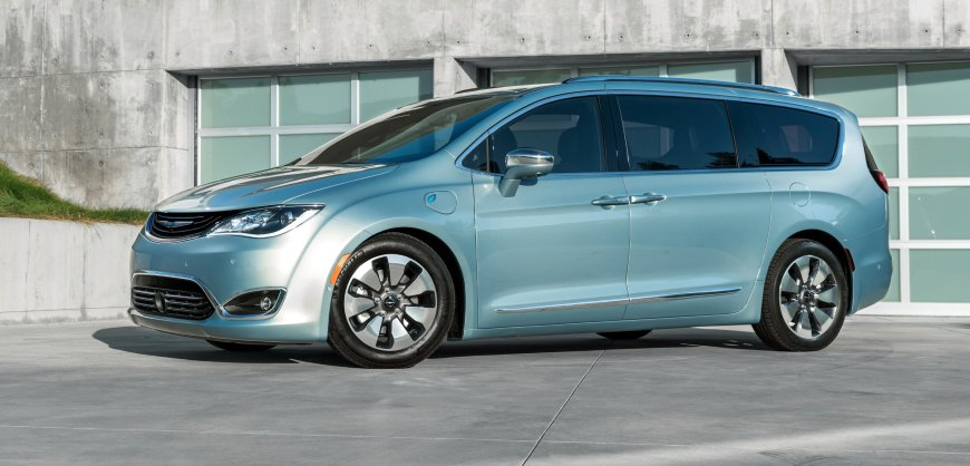 2017,Chrysler,Pacifica,minivan,plug-in hybrid