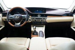 2016 Lexus ES 300h,interior,technology,mpg