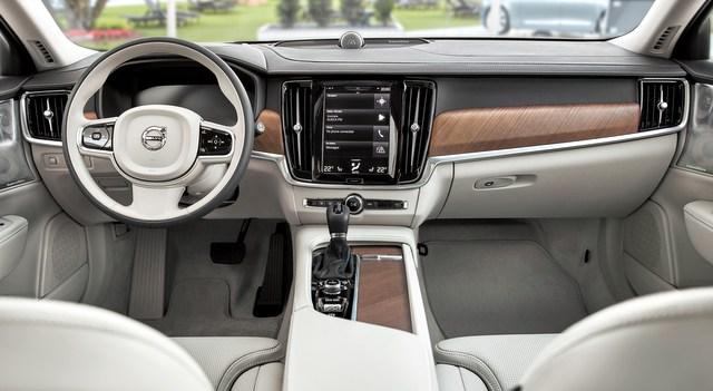 2018 Volvo S90 Plug-in Hybrid