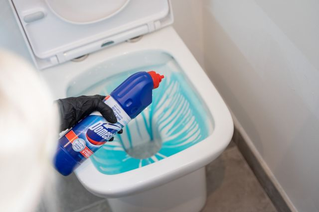 How to Clean a Toilet: The Ultimate Guide  Cleanipedia UK