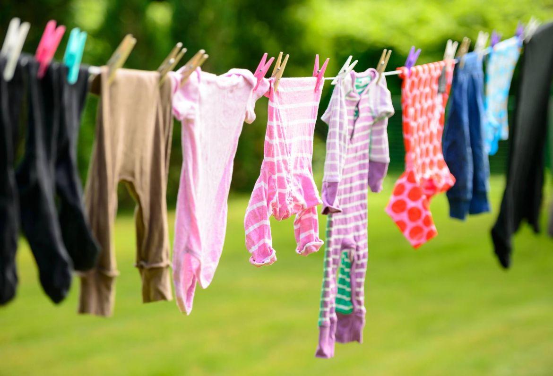 Sử dụng nước xả vải chuyên dụng dành cho bé để tránh tình trạng gây kích ứng da