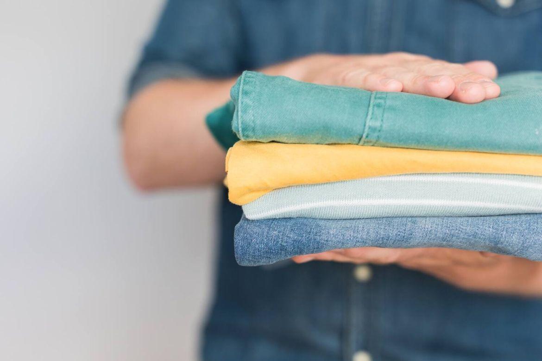 Làm sao để khử sạch mùi hôi quần áo sau khi đi ra ngoài về?