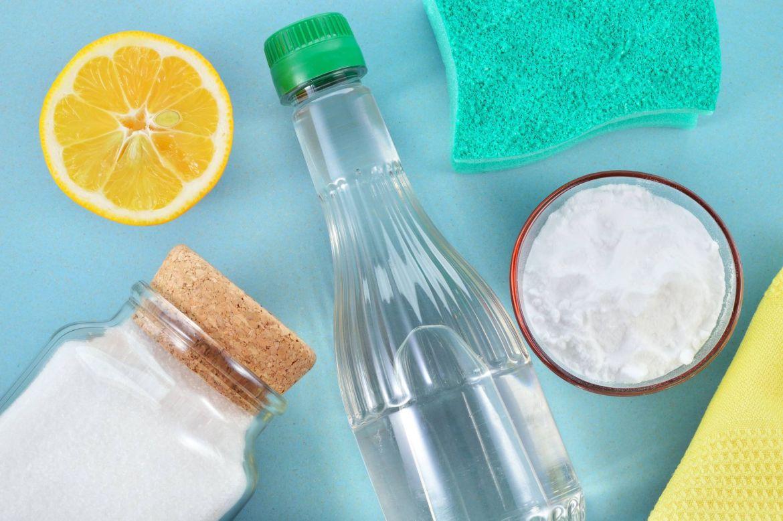 cách tẩy mốc quần áo màu bằng baking soda và chanh tươi