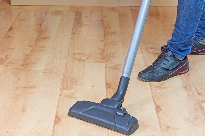 laminate-floor-vacuum-cleaning