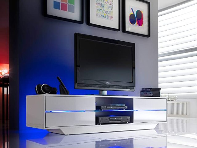 clean a white TV stand
