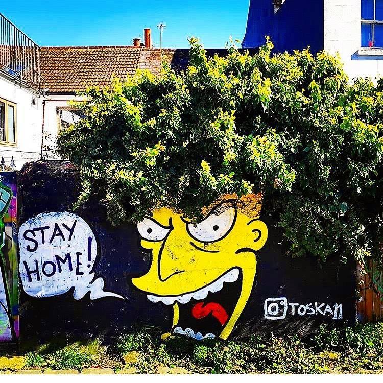 Simpsons karakter op buitenmuur: Blijf thuis!