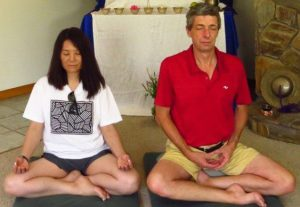 2 people meditating