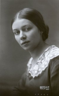 Pirozhkova as a young woman, 1933.