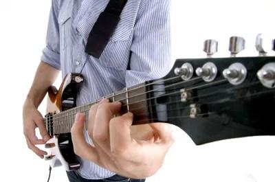 6 conseils pour mieux jouer de la guitare