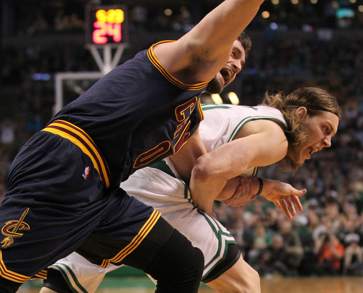 Kevin Love getting arm ripped out