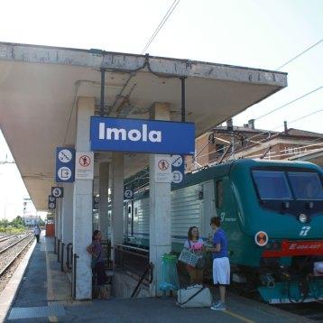 イモラ駅に到着