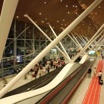 黒川紀章デザインの巨大なターミナル