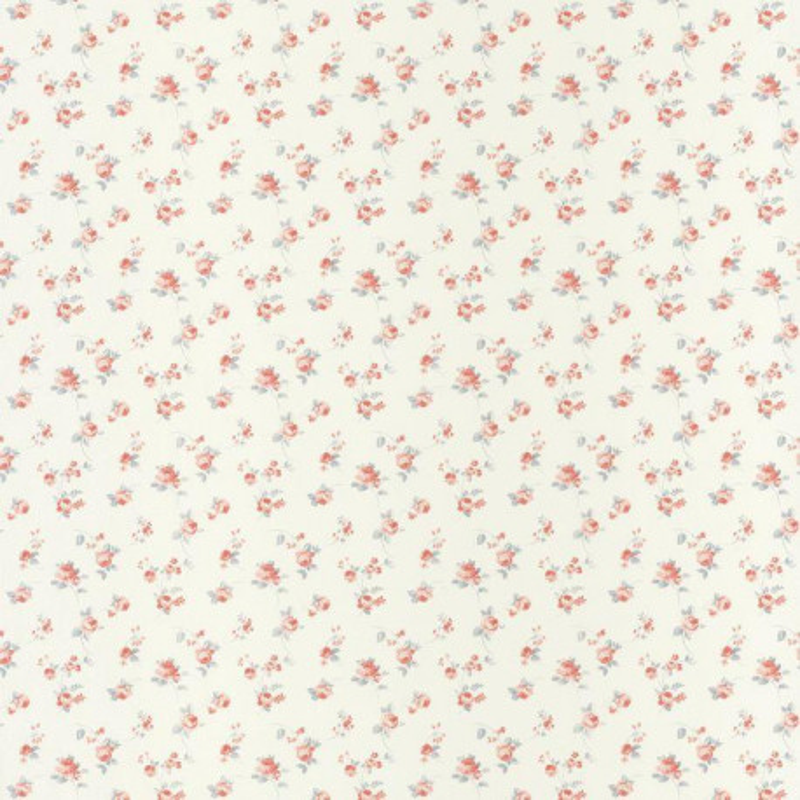 papier peint fleurs liberty rose et bleu sur fond blanc ashley caselio
