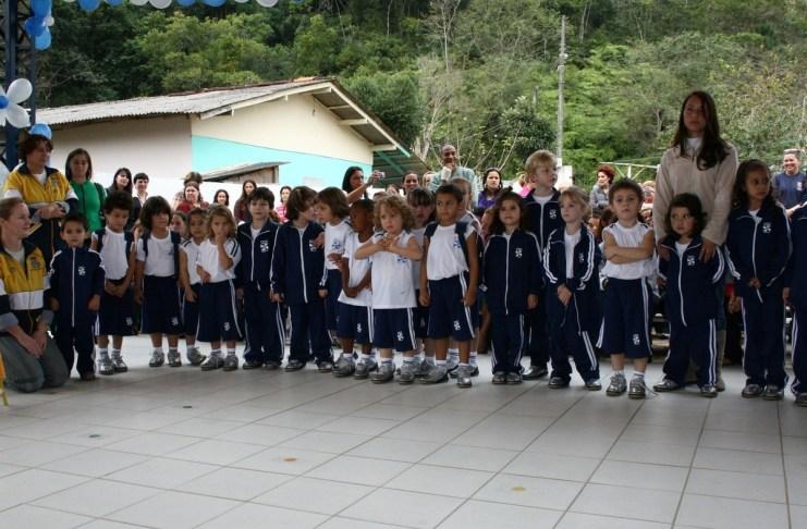 Entrega uniformes NEI Aririba 23 06 09 Foto Celso Peixoto 21