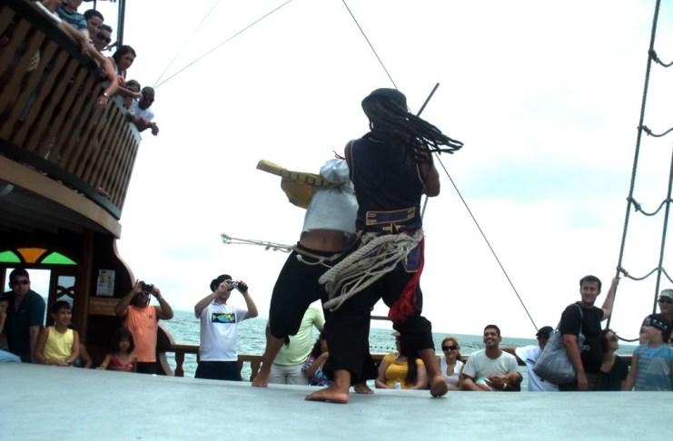 piratas lutando