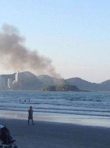 Foi possível enxergar a fumaça de toda a orla da Praia Central. Foto: Luis Fernando