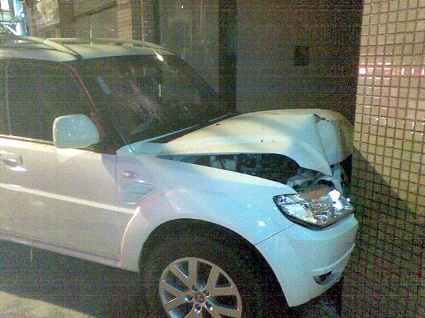 24/07: condutor perdeu o controle do veículo durante a madrugada na Avenida Brasil. Mais informações podem ser obtidas aqui.