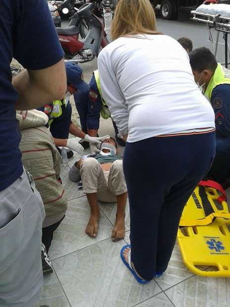 22/07: um menino de 11 anos foi atropelado por um caminhão na Rua Biguaçu, no Bairro dos Municípios.  Ele foi socorrido com lesões na rosto e no crânio, e fortes dores na região do abdômen. Foto: Cauan Buzzatto Silveira