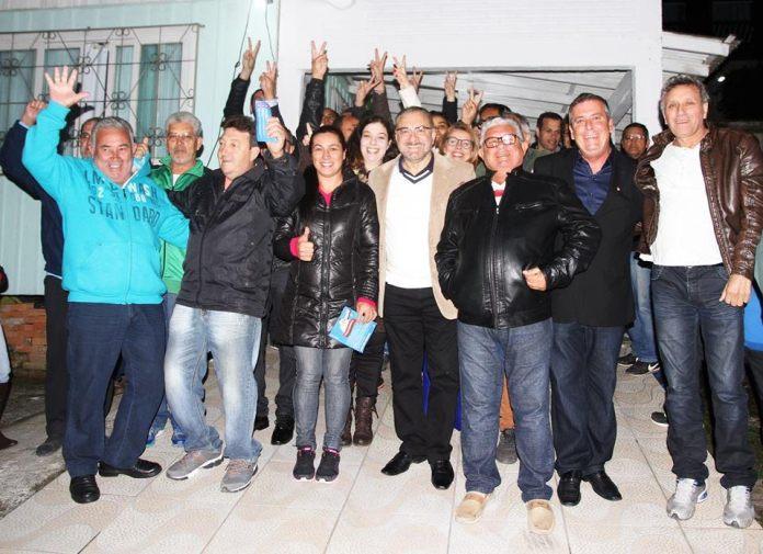 Reunião no bairro Fazenda (Marcos Porto / divulgação)