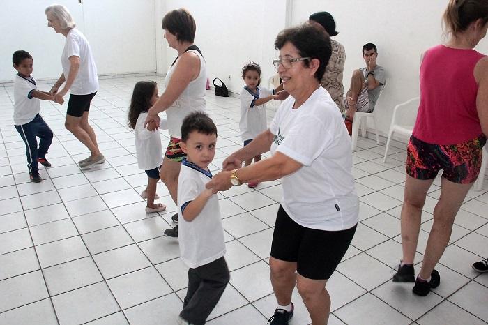 Ginástica para Idosos e Crianças 10 04 17 Foto Ricardo Oliveira 64 Copy