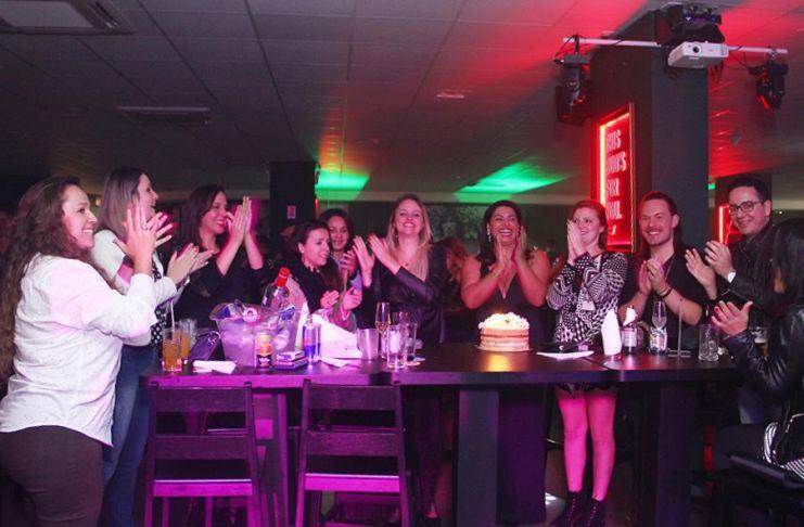 Comemore o seu aniversario no Bovary Snooker Pub