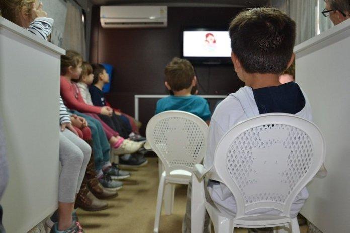 Fundação Cultural leva cinema itinerante para crianças de Camboriú