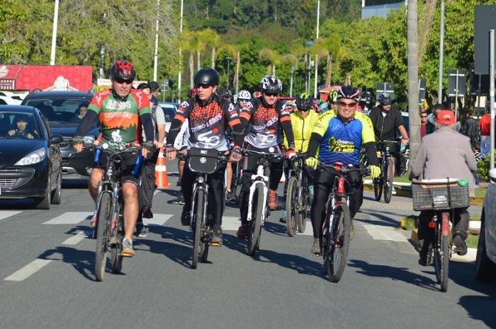 Passeio ciclístico reúne dezenas de participantes neste sábado